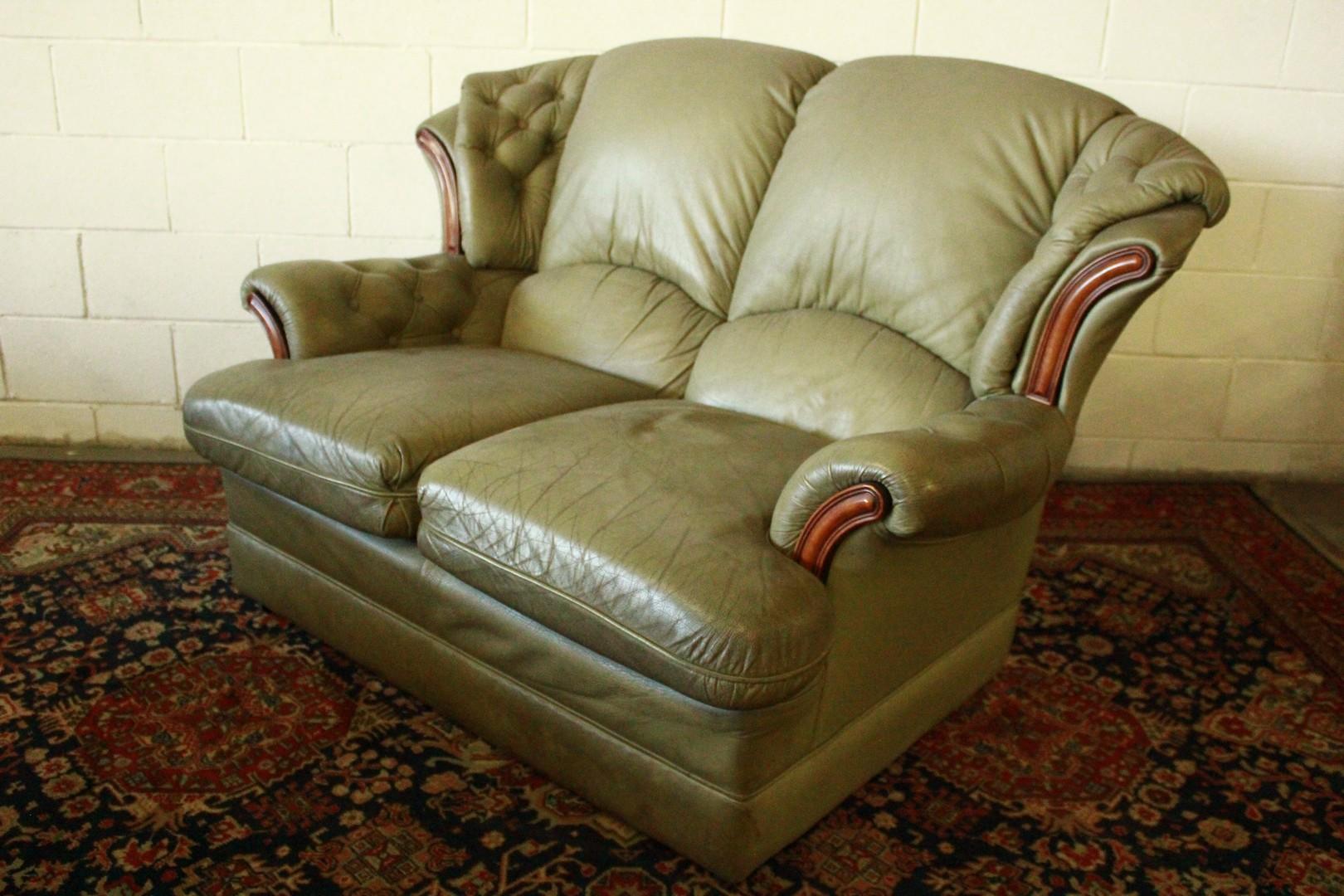 Divano 2 posti originale inglese in pelle verde 748 divani originali chesterfield brescia - Divano in inglese ...