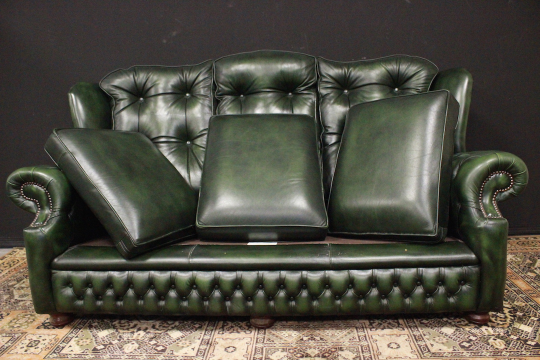 Divano originale chesterfield tre posti in pelle verde for Divano 8 posti pelle